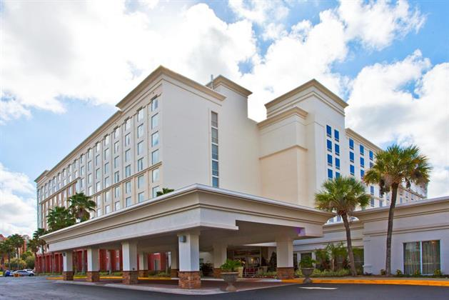 Holiday Inn & Suites Across