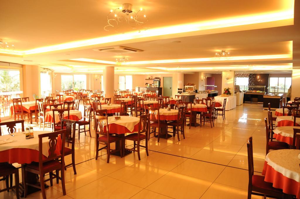 Chrispy World Hotel & Bungalows