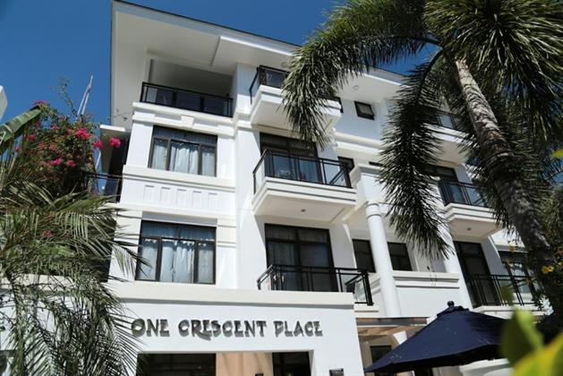 One Crescent Place