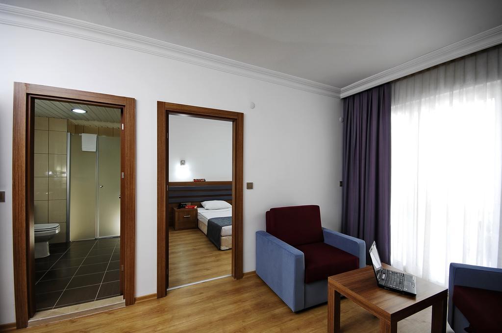 Bonapart Sealine Hotel