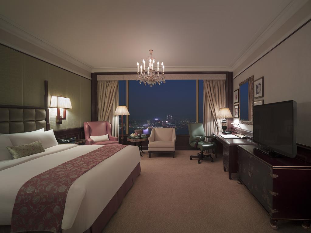 Island Shangri-La Hotel