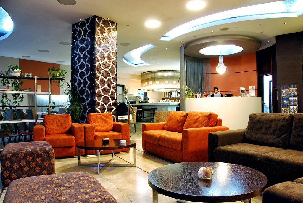 Hec Apartments