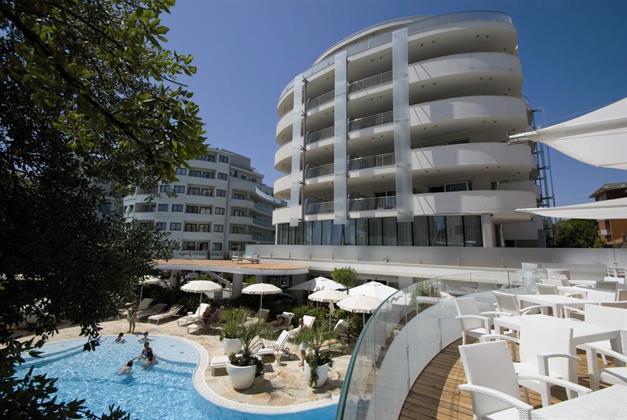 Premier Suites Hotel